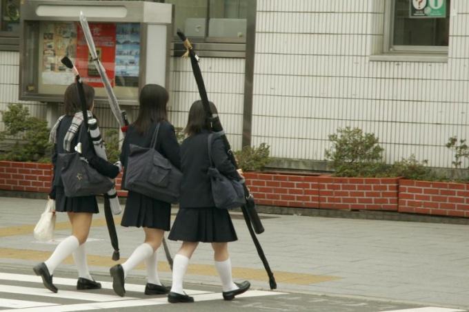 Японские ученицы средней школы в Токио