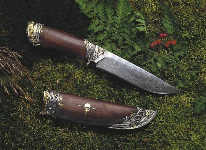 What steel is better for hunting knife