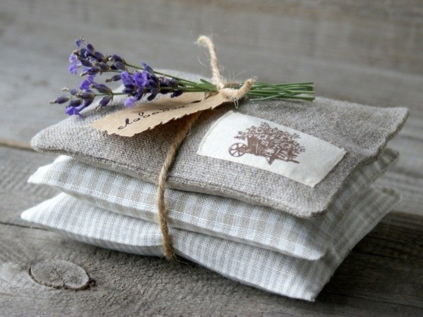 How to make fragrant bags in a wardrobe
