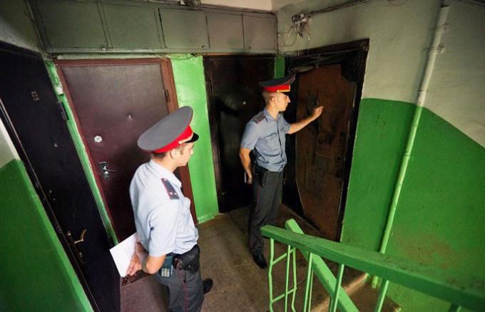 Нужно ли открывать дверь по требованию милиции