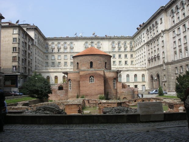 Какая страна наиболее привлекательна для ПМЖ: Сербия или Болгария