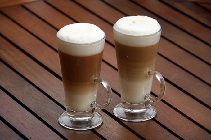 Фраппе - холодный кофейный напиток греческого происхождения с французским названием