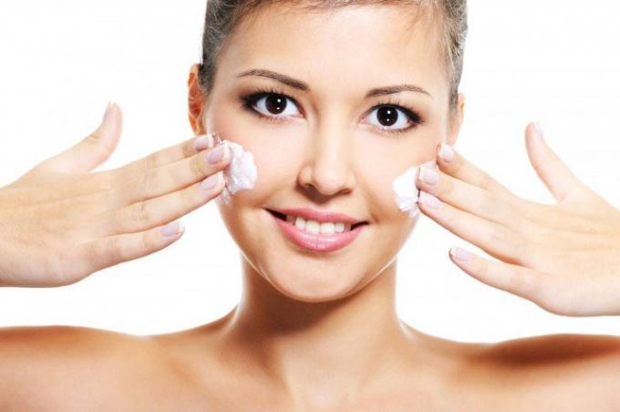 Ланолиновый крем и маски для лица: эффективность, техника нанесения