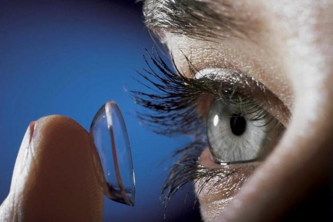 Как правильно носить контактные линзы