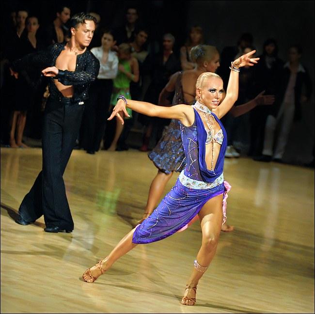 Положительные стороны занятий бальными танцами