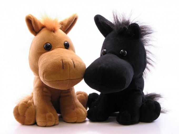 Лошадку можно сделать из махровых носочков