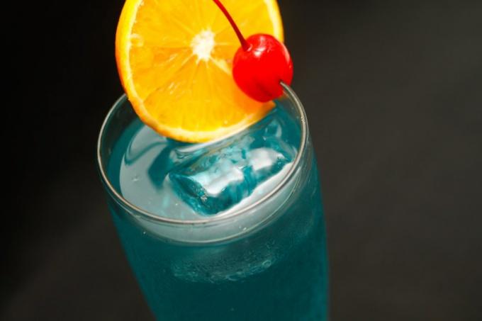 """Коктейль """"Голубые Гавайи"""": особенности приготовления, рецепт"""