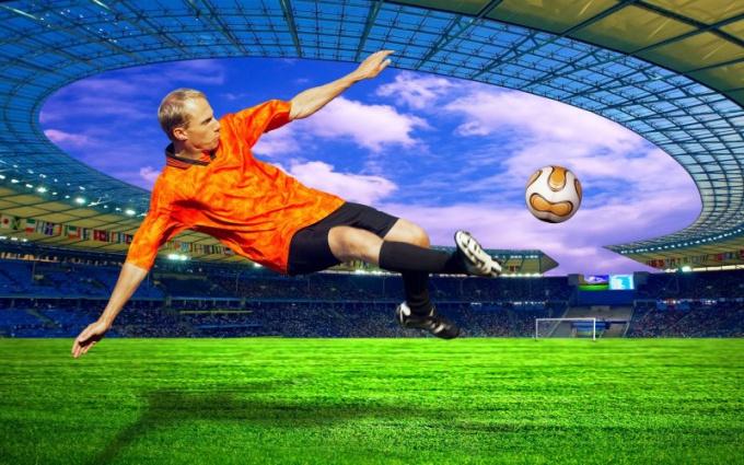 Как правильно бить по мячу в футболе