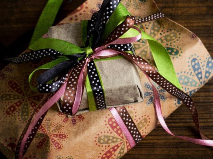 Как красиво упаковать книгу в подарок своими руками