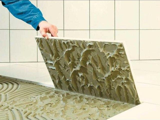 плиточный клей в ванную комнату