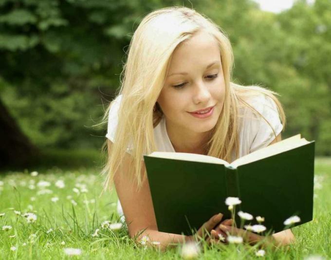 чтение книги
