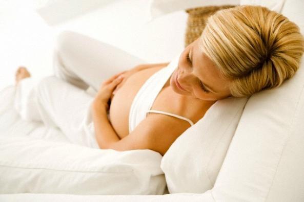 Какие есть безопасные способы лечения тошноты и рвоты в ранние сроки беременности