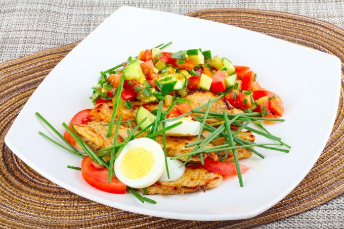 Удивляем домашних простым и вкусным салатом из маринованных огурцов