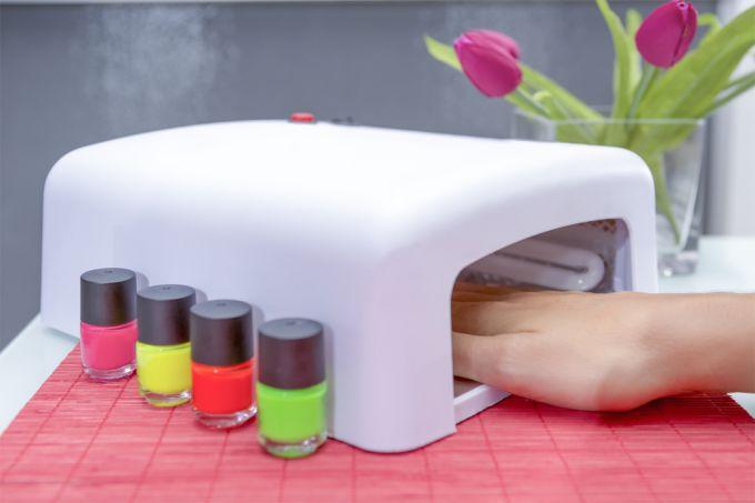 Выбор УФ-лампы для наращивания ногтей