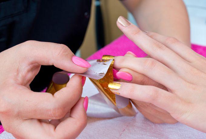 Дизайн ногтей с помощью фольги