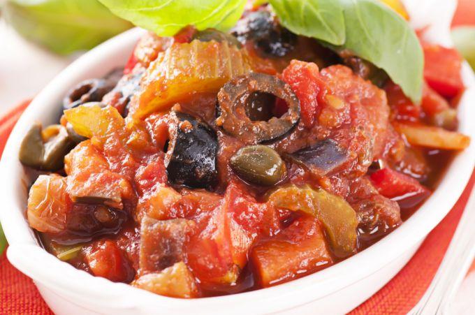 Как вкусно и просто потушить баклажаны с помидорами