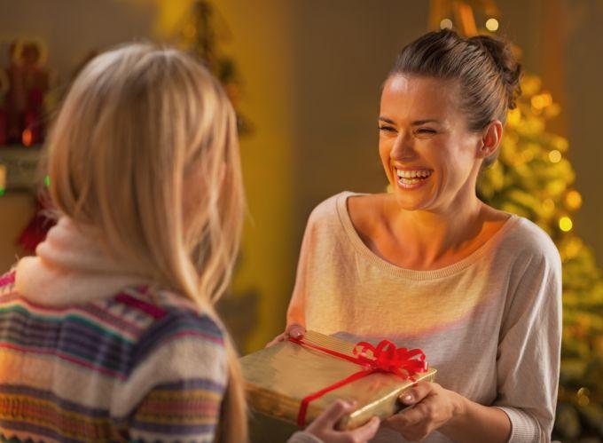 Какой подарок может порадовать подругу на день рождения