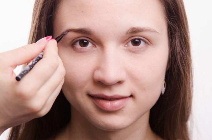 Окрашивание бровей и ресниц: что нужно знать о выборе краски