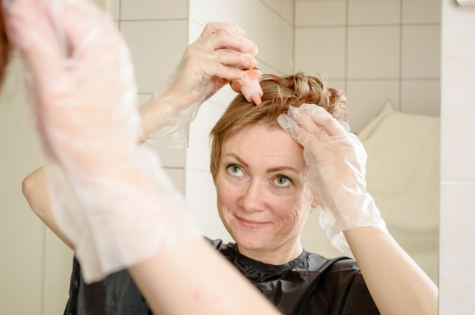 Окрашивание волос дома поэтапно