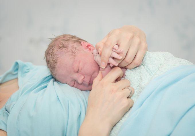 Первый контакт с новорожденным ребенком