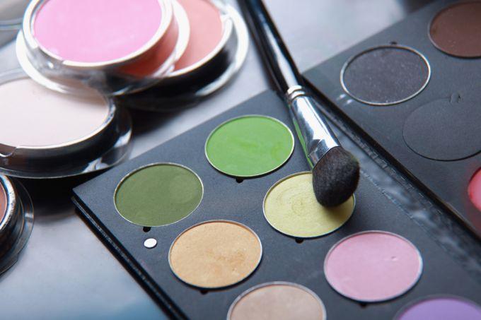 Правила макияжа для небольших глаз