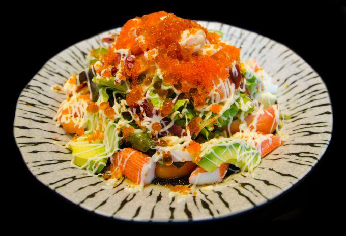 Рецепт праздничного салата с икрой и морепродуктами