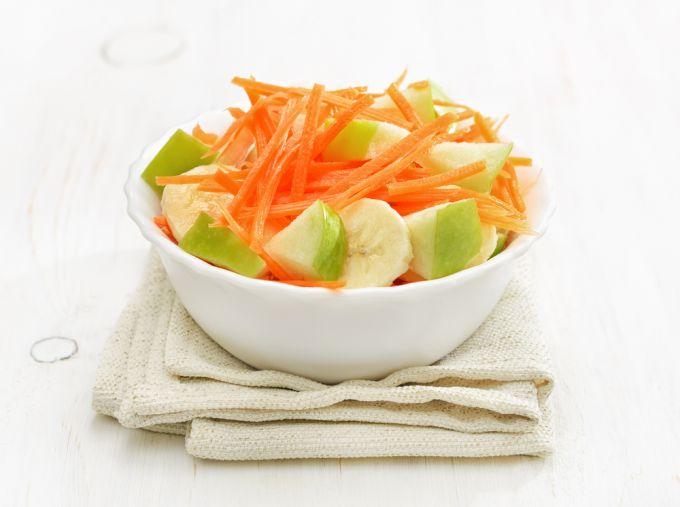 Рецепт приготовления витаминного салата из яблок и моркови