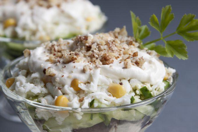 Рецепт приготовления салата из курицы, чернослива и грецкого ореха