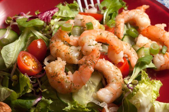 Рецепт приготовления салата с креветками и свежим огурцом