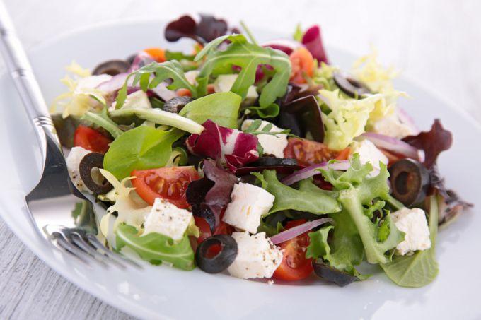 Рецепты салатов с сыром брынза