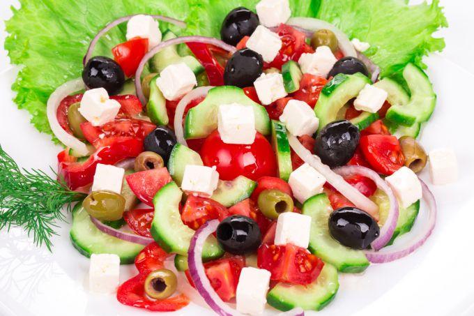Черные оливки: готовим салаты с маслинами