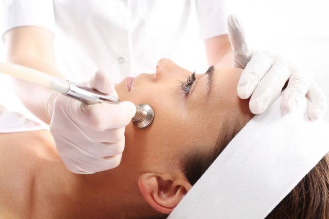 Diamond peeling - a delicate way of cleaning the face