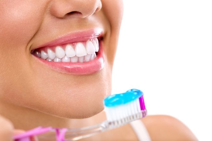 Types of whitening toothpastes. Reviews
