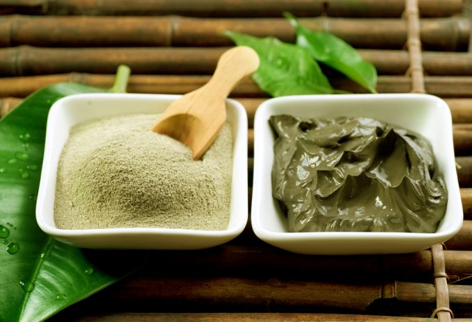Clay mask against fat content of hair