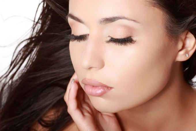 For those who dream of long eyelashes: a means for hair growth