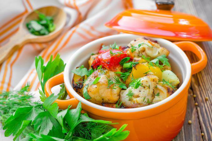 Как и в чем потушить телятину с овощами