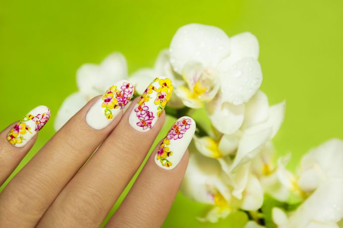 How to draw pictures on nails