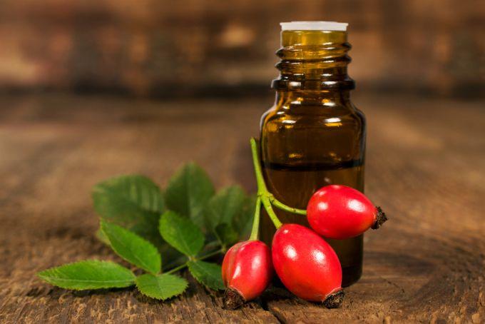Масло из плодов шиповника: полезные свойства, применение