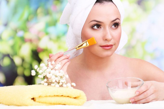 Moisturizing facial masks at home
