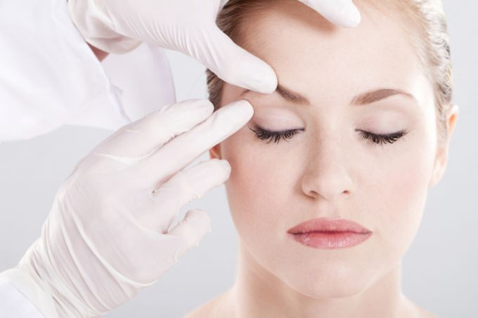 Blepharoplasty. What threatens the plastic of the upper and lower eyelid?