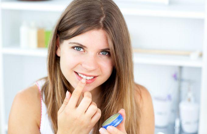 Вазелин в косметологии: способы применения