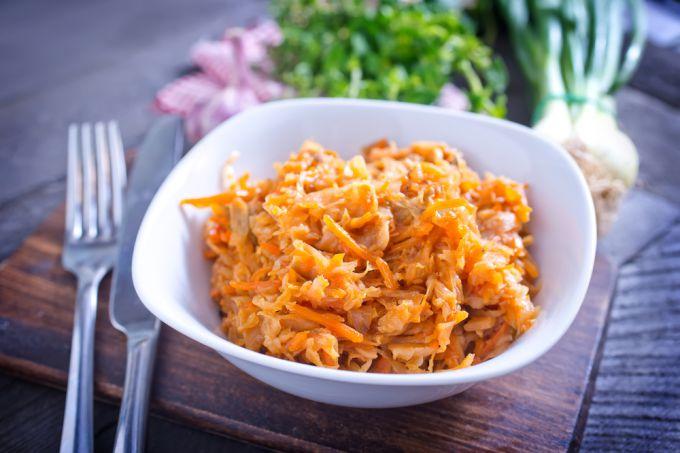 Вкусная тушеная капуста: полезное блюдо для рационального похудения