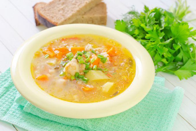 Вкусно и просто: куриный суп с рисом