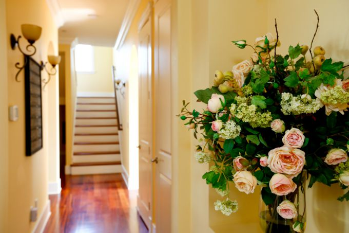 Дизайн коридора: улучшаем интерьер