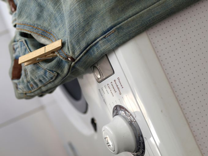 Как постирать джинсы в стиральной машинке, соблюдая деликатный режим?