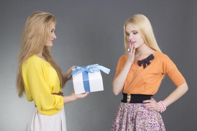 Как сделать сюрприз для подружки? Оригинальные идеи подарков
