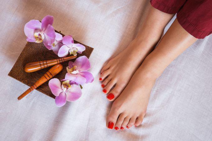 Кислотный педикюр: привлекательные ножки за несколько минут