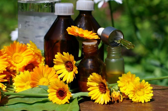 Tincture of calendula as an agent for the treatment of acne