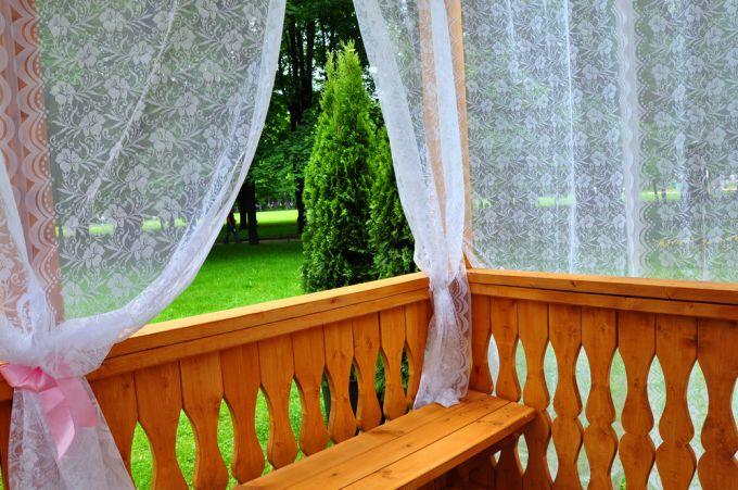 Положительно выбираем шторы для балкона