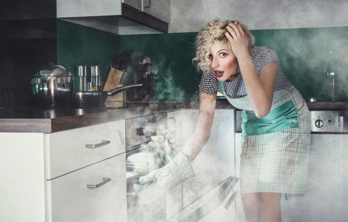 Что делать, если пища подгорела? Удаляем запах гари проверенным методом